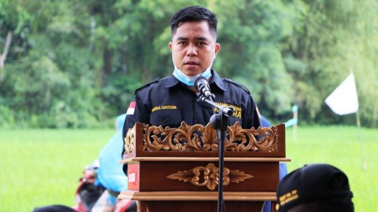 Ketua pelaksana festival layang - layang danguang tagak tali, Indra Gustian saat beri sambutan jelang pembukaan, Rabu (10/3). (Dok : Istimewa).