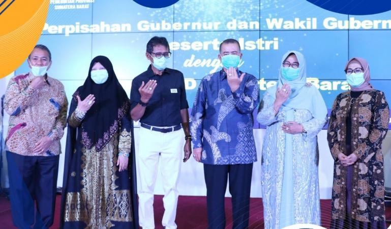 Malam perpisahan Irwan Prayitno dan Nasrul Abit sebagai Gubernur dan Wakil Gubernur Sumbar bersama para OPD, Jumat malam (5/2). (Dok : Istimewa).