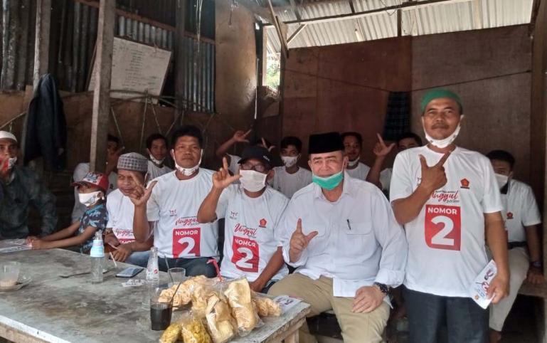 Cagub Nasrul Abit saat menyapa perkumpulan tukang ojek di Kota Pariaman, Kamis (22/10). (Dok : Istimewa)