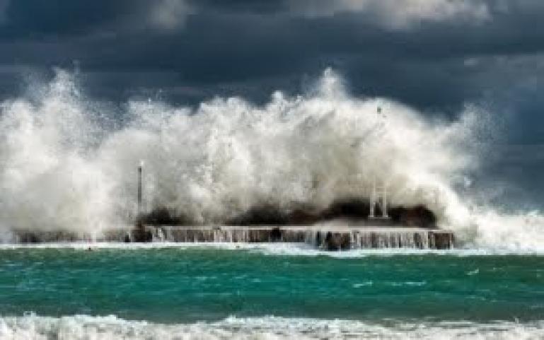 Ilustrasi tsunami. (Dok : Istimewa)