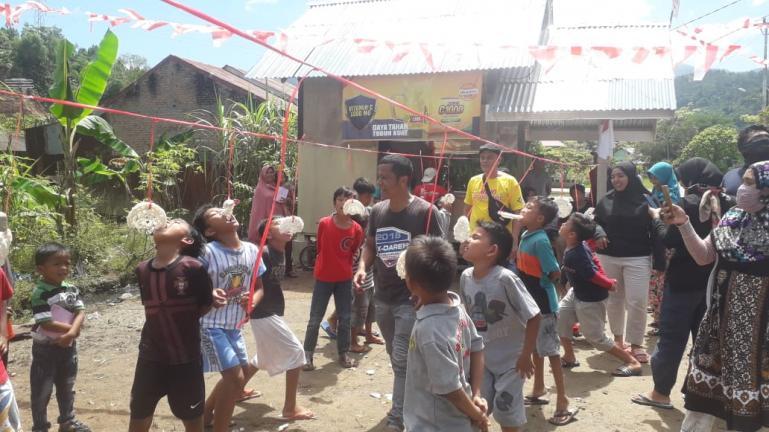Kegembiraan anak-anak di Perumahan Villa Bukit Gading Permai IV Kelurahan Sungai Sapih saat rayakan HUT RI ke-75,beberapa hari lalu. (Dok : Istimewa)