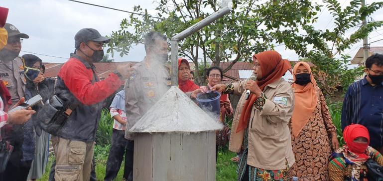 Kabaharkam Polri Komjen Pol Agus Andrianto saat meninjau pelatihan pembuatan pupuk organik oleh Komunitas Bilal Mayit Kota Medan, Selasa (21/7). (Dok : Istimewa)