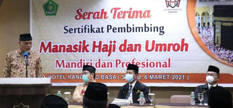 Gubernur Sumbar, Mahyeldi beri arahan bagi KBIH dalam pelaksanaan  manasik Haji dan Umrah Mandiri dan Profesional di Padang, Sabtu (6/3). (Dok : Istimewa)