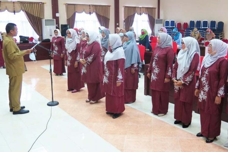 Wali Kota Pariaman Genius Umar melantik kepengurusan KPPI Pariaman yang baru, Selasa siang (29/12). (Dok : Istimewa)