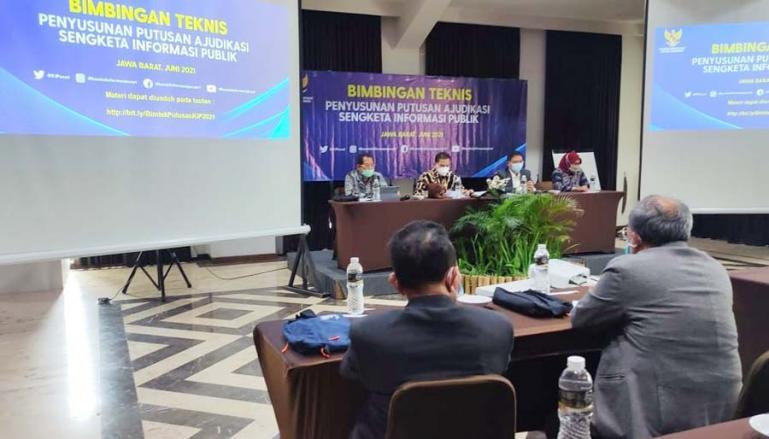 Sejumlah komisioner KI se Indonesia saat ikuti bimtek penyusunan putusan Ajudikasi sengketa informasi publik di Bogor, Rabu (9/6). (Dok : Istimewa)
