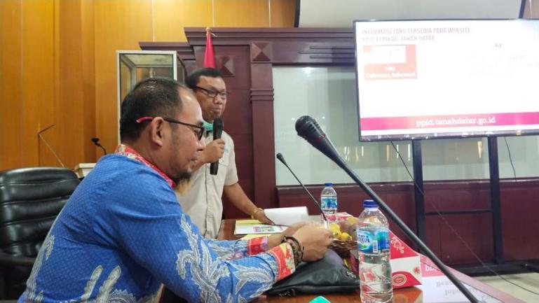 Komisi Informasi (KI) Sumbar saat gelar Bimtek Penyelesaian Sengketa Informasi Publik dengan PPID Utama dan Pembantu di Pemkab Tanahdatar, Senin (23/11). (Dok : Istimewa)