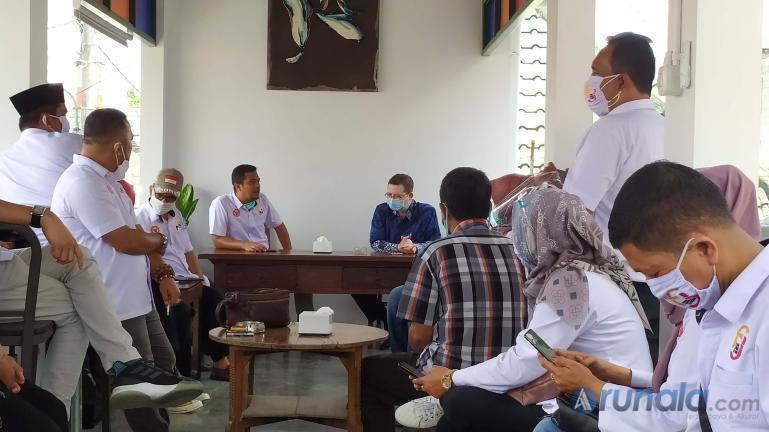 Pertemuan KI Sumbar dan FJKIP dengan Komisiober KI DI Yokyakarta, Kamis (5/11) (Foto : Arzil)