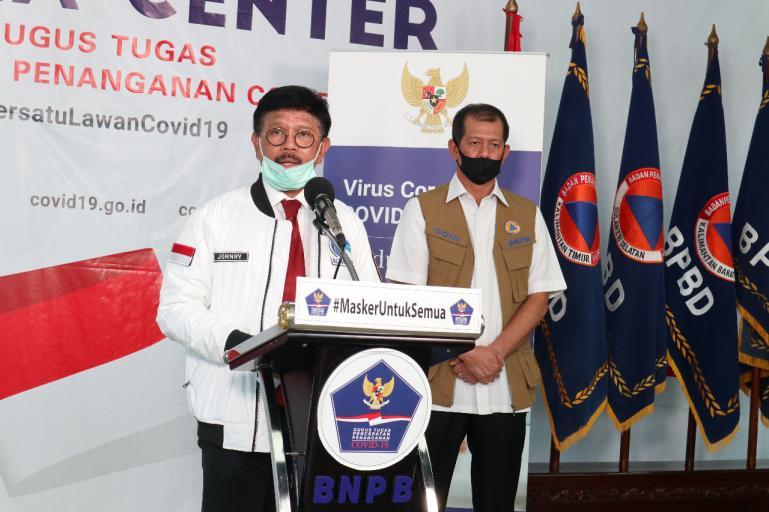 Menkominfo Johnny G Plate didampingi Kepala BNPB Doni Monardo saat beri keterangan di Graha BNPB, Jakarta, Rabu (8/4). (Foto : Dok. BNPB)