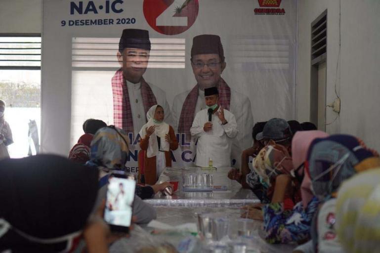 Cagub Sumbar Nasrul Abit saat menerima harapan komunitas Ikatan Keluarga Tuna Rungu Padang, Jumat (20/11). (Dok : Istimewa)