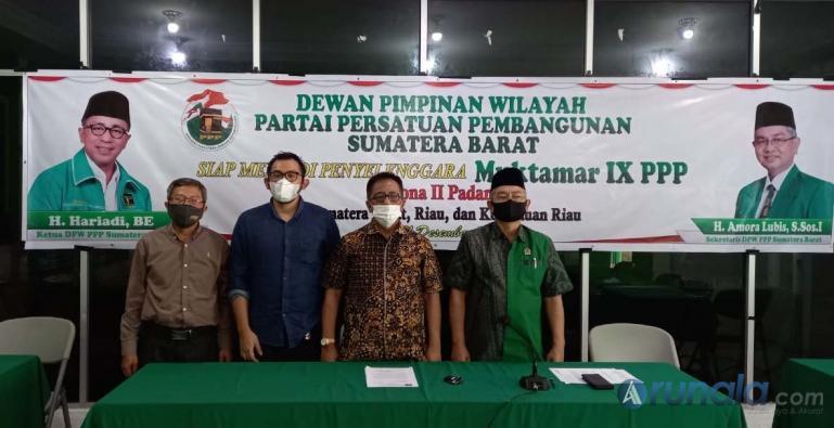 Ketua DPW PPP Sumbar Hariadi bersama Ketua Pelaksana Muktamar Nicky Lauda Hariyona saat beri pernyataan kesiapan Kota Padang adakan Muktamar IX PPP Zona II, di Padang, Rabu (16/12). (Foto : Can)