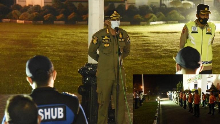 Kasatpol PP dan Damkar Kota Pariaman, Elfis Chandra saat beri arahah terkait pelaksanaan PPKM Darurat di Kota Pariaman, Sabtu malam (17/7). (Dok : Istimewa)