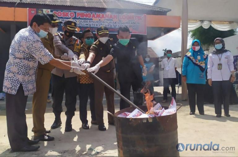 KPU Payakumbu Musnahkan 380 Lemba Surat Suara Rusak