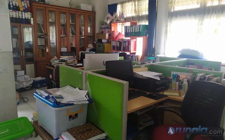 Suasana salah satu ruangan Kantor KPU Sumbar yang sepi aktifitas, Kamis (23/4). (Foto : Amz)