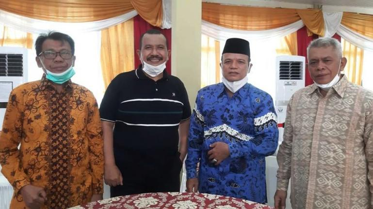 Wawako Mardison Mahyuddin dijamu Wabup Muaro Jambi, Bambang Bayu Suseno dan KetuaPKDP Jambi, Arman Syafaat saat berkunjung ke Muaro Jambi, Minggu (21/2). (Dok : Istimewa)