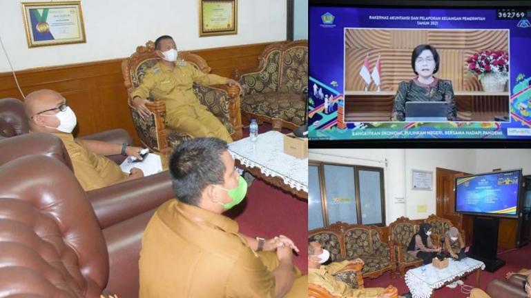 Wali Kota Genius Umar bersama para jajarannya saat ikut talkshow dari Kemenkeu RI, secara virtual di ruang kerja wali kota, Selasa (14/9). (Dok : Istimewa)
