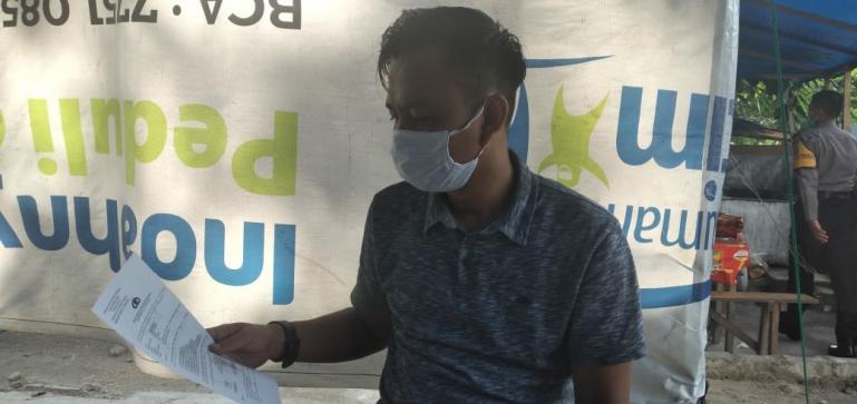 Wartawan Harian Singgalang, Deri Okta Zulmi yang jadi korban pencurian saat melapor ke Polresta Padang, Senin (16/11) lalu. (Dok : Istimewa)