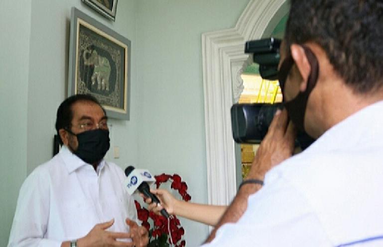 Anggota DPD RI asal Sumbar Leonardy Harmainy Dt Bandaro saat menjelaskan arti New Normal kepada wartawan di Padang, Rabu (27/5). (Dok : Istimewa)