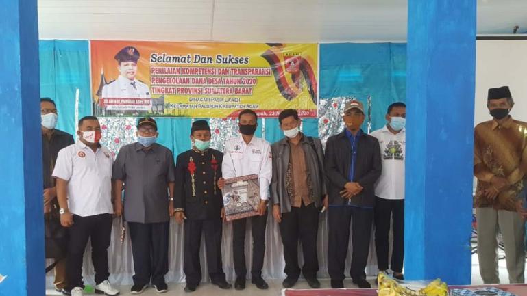 Anggota TPKTDD Sumbar 2020 saat lakukan penilaian di Nagari Pasie Laweh, Kecamatan Palupuh, Kabupaten Agam, Senin (23/22). (Dok : Istimewa)