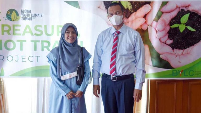 Wali Kota Pariaman, Genius Umar saat menerima Lisa Rizka Amelia di ruang kerjanya, Kamis siang (1/7). (Dok : Istimewa)