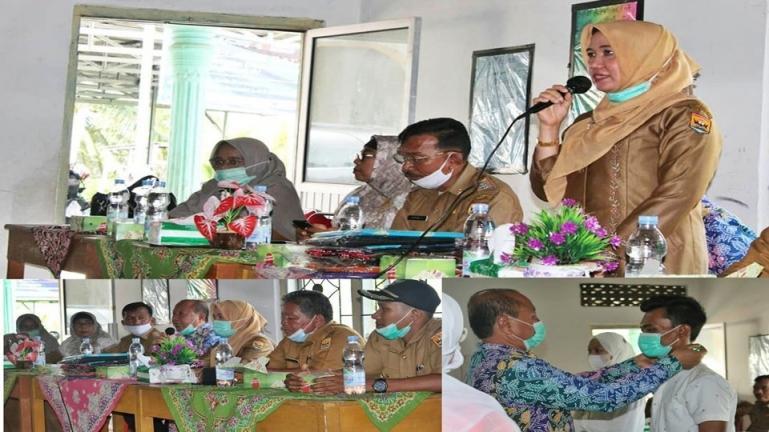 Ketua Dekranasda Pariaman, Lucyanel Arlym Genius saksikan penutupan diklat Batik Tulis yang diadakan Badan Diklat Industri (BDI) Padang, Selasa (9/2). (Dok : Istimewa)