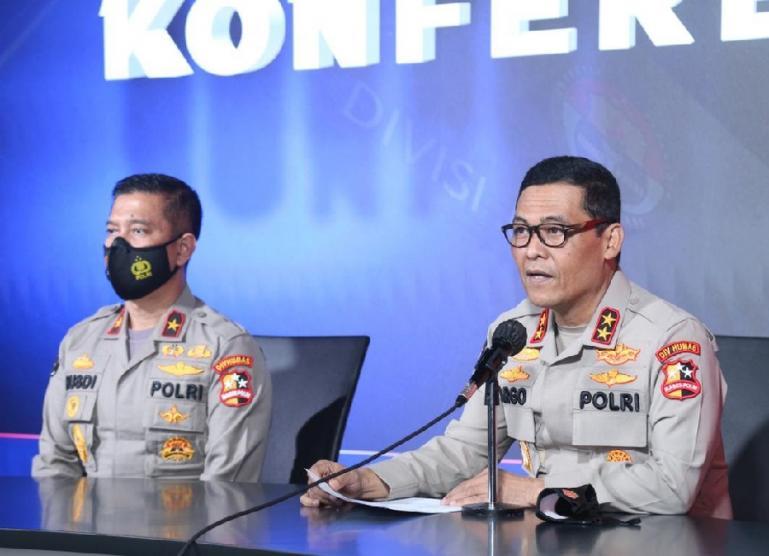 Kadiv Humas Polri Irjen Pol Argo Yuwono mengungkapkan identitas pelaku bom bunuh di Makassar, dalam konferensi pers di Mabes Polri, Senin (29/3). (Dok : Istimewa)