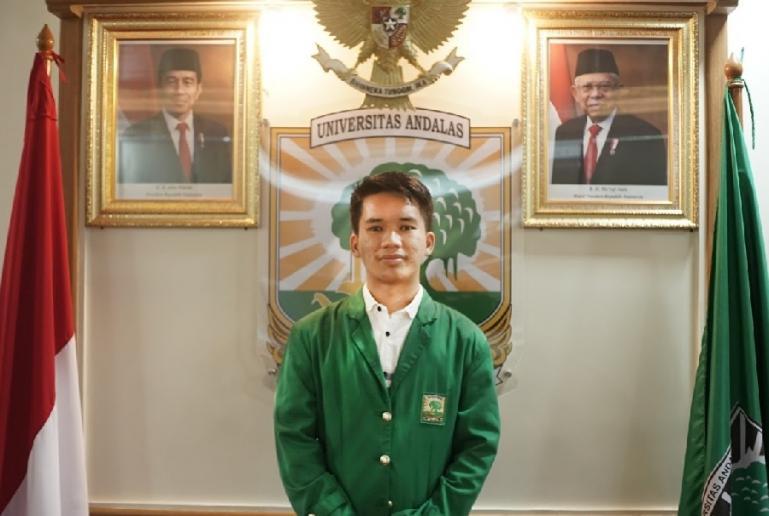Refa Rahmaddiansyah, mahasiswa Fakultas Kedokteran, Universitas Andalas (Unand) yang raih juara pertama Pilmapres nasional 2021. (Dok : Istimewa)