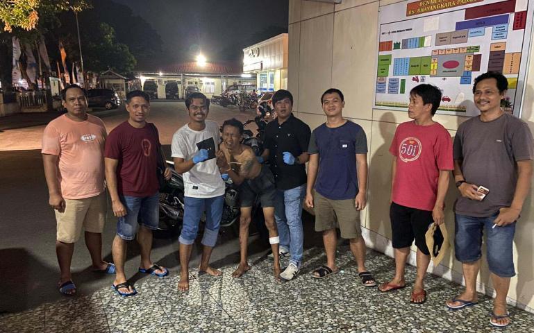 Kondisi tersangka pencurian kendaraan bermotor setelah dihadiahi timah Tim Opsnal Polresta Padang, Minggu malam (28/6). (Dok : Istimewa)