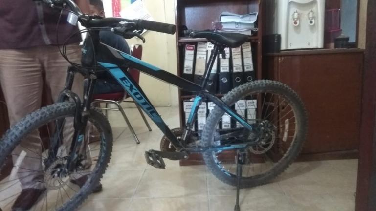 Barang bukti curian satu unit sepeda yang diamankan oleh Tim Opsnal Polsek Kuranji, Rabu (12/8). (Dok : Istimewa)
