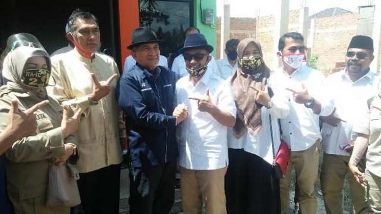 Indra Catri bersama mantan Ketua Partai Demokrat Sumbar Josrizal Zain di Payakumbuh, Jumat (6/11). (Dok Istimewa)