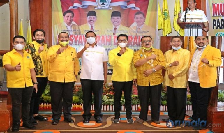 Wako Genius Umar bersama Ketua DPD Golkar Sumbar, Khairunas dan pengurus Golkar saat Musda ke V Golkar Pariaman, Senin (11/1). (Dok : Istimewa)