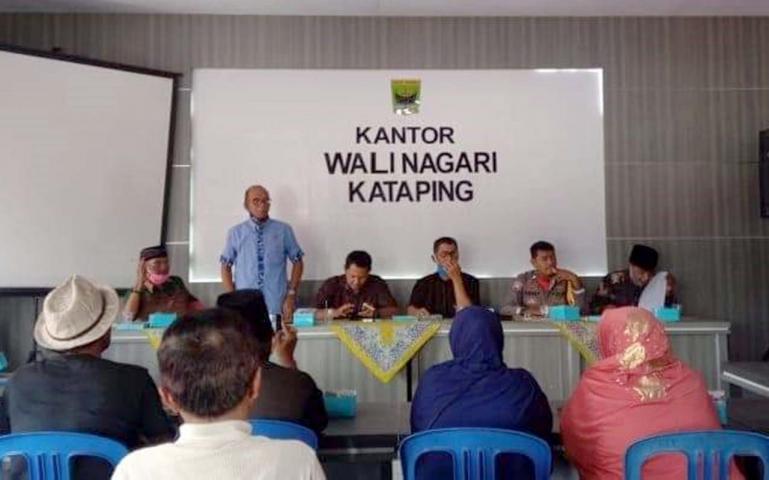 Sekretaris Komisi 1 DPRD Sumbar Muhammad Nurnas saat reses ke Dapil di Kanagarian Katapiang, Kabupaten Padang Pariaman, Selasa (30/6). (Dok : Istimewa)