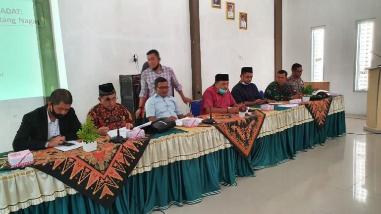 Teks foto saat Komisi 1 DPRD Sumbar saat sosialisasi di Kecamatan Lengayang, Kabupaten Pesisir Selatan, Jumat (19/7). (Dok : Istimewa)