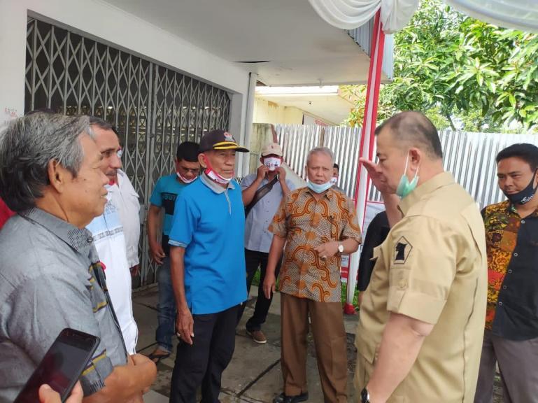 Calon Gubenur Sumbar Nasrul Abit saat dialog dengan perwakilan nelayan Kota Padang, Selasa (24/11). (Dok : Istimewa)