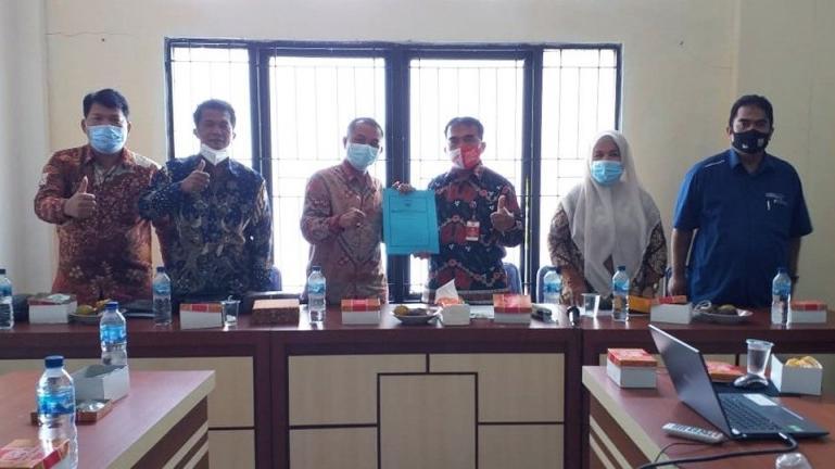 Kadis Dikpora Pariaman, Kanderi saat menerima kunjungan rombongan DPRD Kepulauan Mentawai, Kamis (11/2). ( Dok : Istimewa)