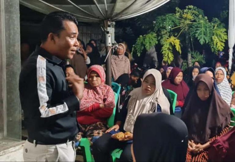 Anggota DPRD Kabupaten SolokDodi Hendra Dt Pandeka Sati saat bertemu warga di kabupaten itu, kemarin. (Dok : Istimewa)
