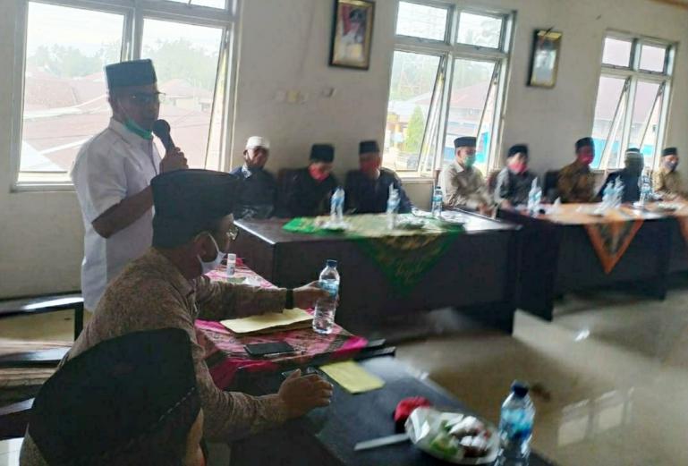 Calon gubernur Sumbar Nasrul Abit berdialog dengan Niniak Mamak Nan Duo Puluah di Kantor KAN Indrapura, Sabtu (28/11). (Dok : Istimewa)