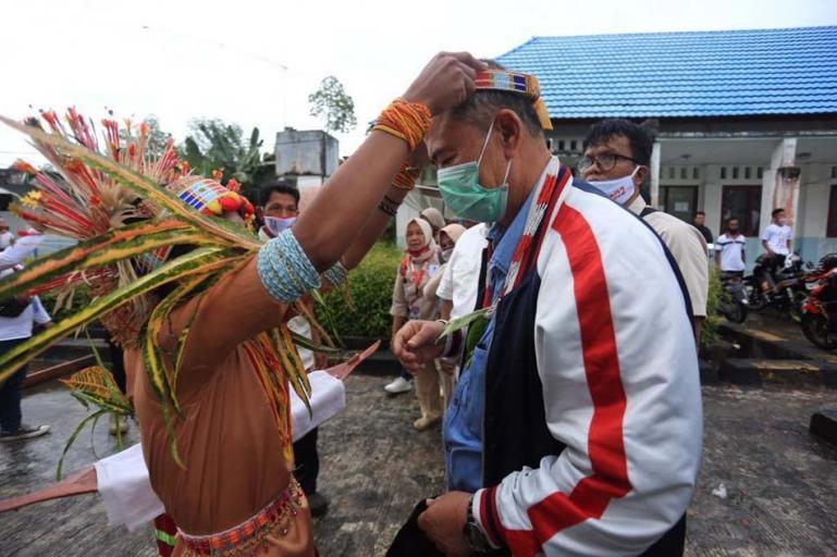 Cagub Sumbar Nasrul Abit saat berkunjung ke Siberut, Mentawai beberapa hari lalu. (Dok : Istimewa)