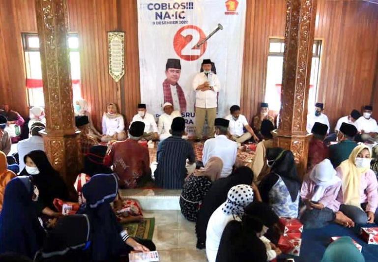Calon Gubernur Sumbar Nasrul Abit saat safari politik dengan warga Kabupaten Tanahdatar, Jumat (7/11). (Dok : Istimewa)