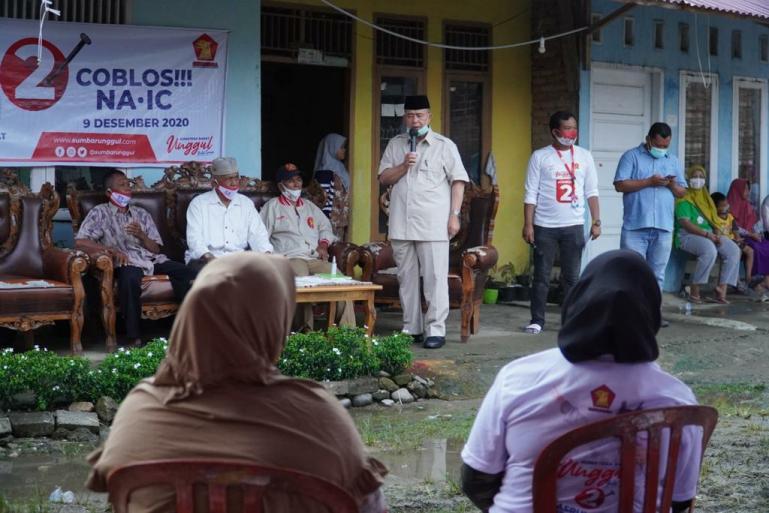 Calon Gubernur Sumbar Nasrul Abit bersama masyarakat Indarung, Padang, Kamis lalu (19/11). (Dok : Istimewa)
