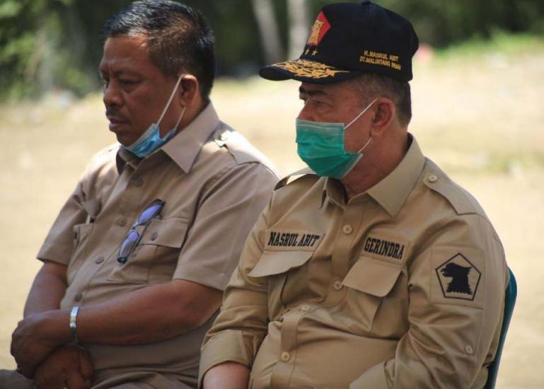 Calon Gubernur Sumbar Nasrul Abit (kanan) bersama dengan Ketua DPC Gerindra Pasaman Barat Pahrizal Hafni (kiri). (Dok : Istimewa)