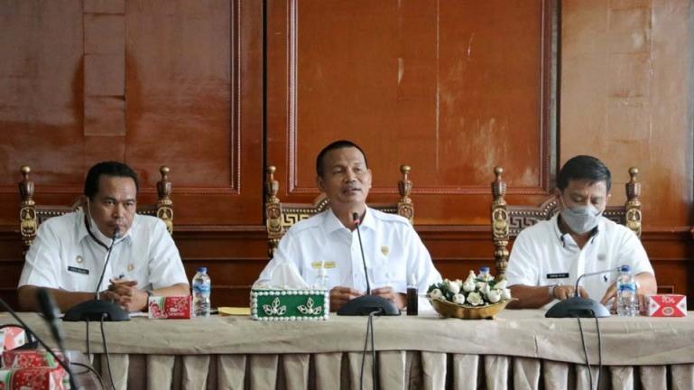 Genius Umar saat pimpin rapat optimalisasi dan evaluasi pemungutan pajak dan restribusi daerah, Rabu (14/7). (Dok : Istimewa)