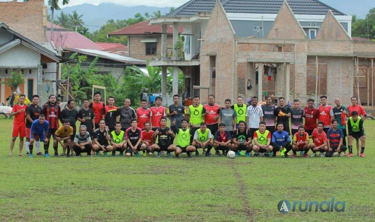 Komunitas sepakbola Paruik Offside FC di Lapangan Matador, Parak Gadang, Kecamatan Padang Timur