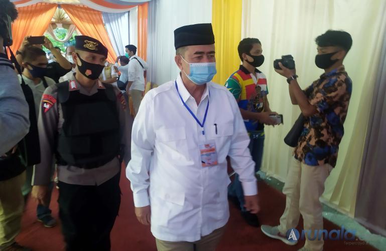 Saat balon gubernur Sumbar Nasrul Abit menuju tempat pendaftaran di KPU Sumbar, Sabtu (5/9). (Foto : Amz)