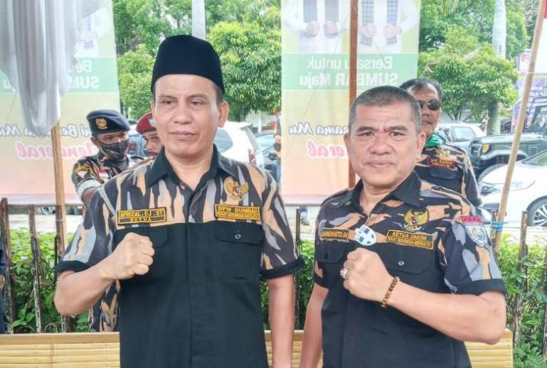 DPW Pekat IB Sumbar Afrizal Djunit bersama Ketua Umum DPP Pekat IB Markoni Koto beberapa waktu lalu. (Foto : Istimewa)