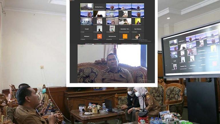 Sekko Pariaman, Yota Balad buka lokakarya program Kotaku secara virtual di ruang kerjanya, Selasa (21/9). (Dok : Istimewa)
