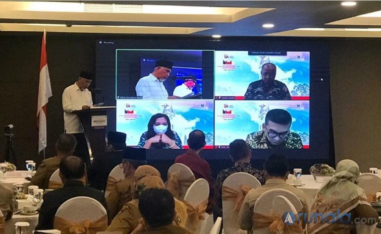 Gubernur Sumbar Mahyeldi saat membuka kegiatan sosialisasi pembentukan TPAKD, Padang, Senin lalu (16/3). (Dok : Istimewa)
