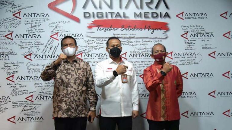 Wali Kota Genius Umar bersama Deputi 7 Kementerian Polhukam RI, Marsda Arif Mustofa, sesuai tandatangani kerjasama di Jakarta, Rabu (22/9). (Dok : Istimewa)
