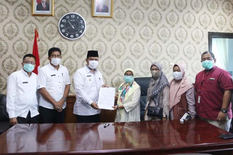 Suasana penyerahan asset jalan desa dari Dirjen Cipta Karya kepada Pemko Pariaman, , Jumat (6/11). (Dok : Istimewa)