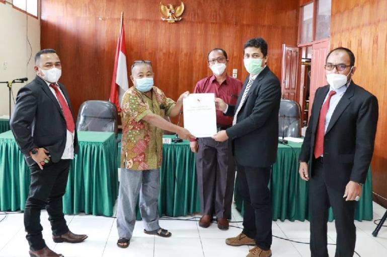 Majelis KI Sumbar saat menggelar sidang sengketa informasi terkait surat kematian dan surat ahli waris, Jumat (26/2). (Dok : Istimewa)