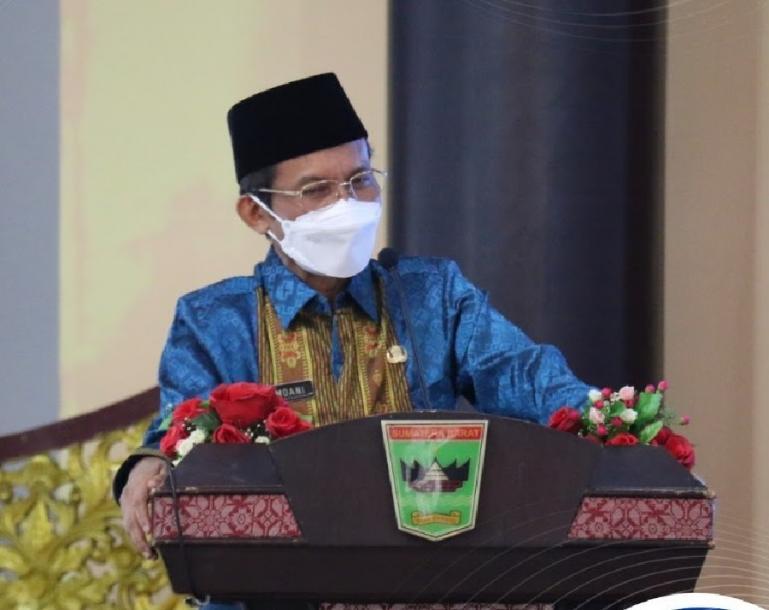 Pj Gubernur Sumbar Hamdani saat beri arahan kepada kepala OPD Pemprov Sumbar dalam rapat bersama, Jumat (19/2). (Dok : Istimewa)